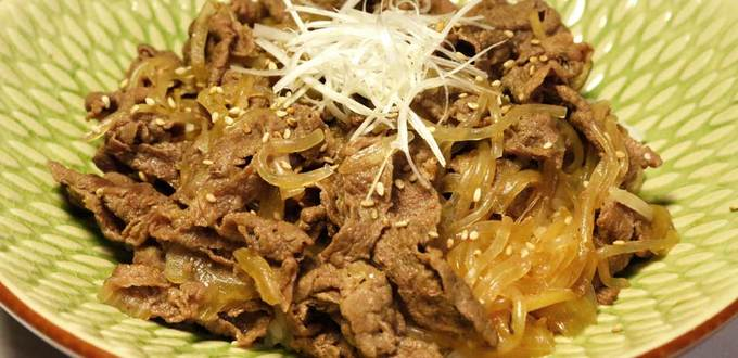 Gyudon (Braised Beef with Konnyaku Noodle in a Bowl)