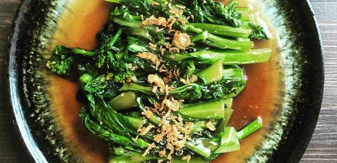 Stir-fried Choy Sum with Garlic and Oyster Sauce