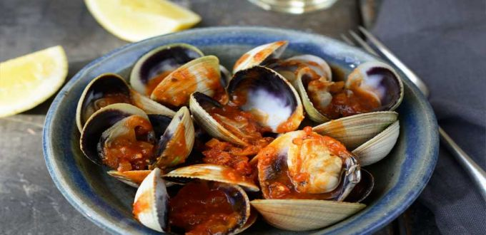 Cloudy Bay Clams in Kiwi Horopito Tomato Sauce